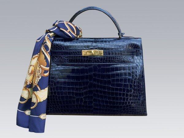 Rimane in casa Hermès il terzo posto della nostra classifica. Da quando  Grace Kelly nel 1958 nascose la sua maternità coprendosi il grembo con  questa ... 04840526675