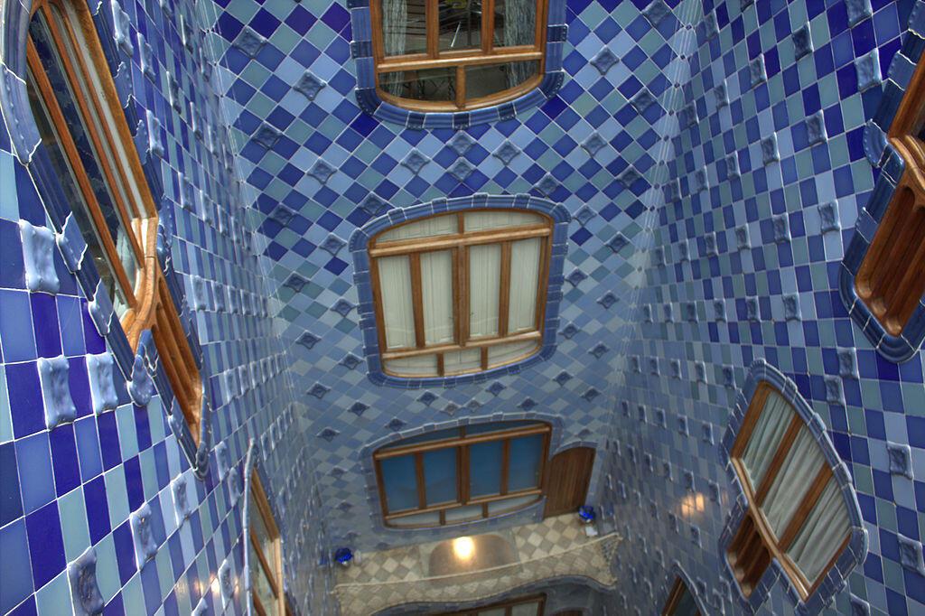Casa Batllo, Barcellona, 1905-1907 - Pozzo di luce interno ...