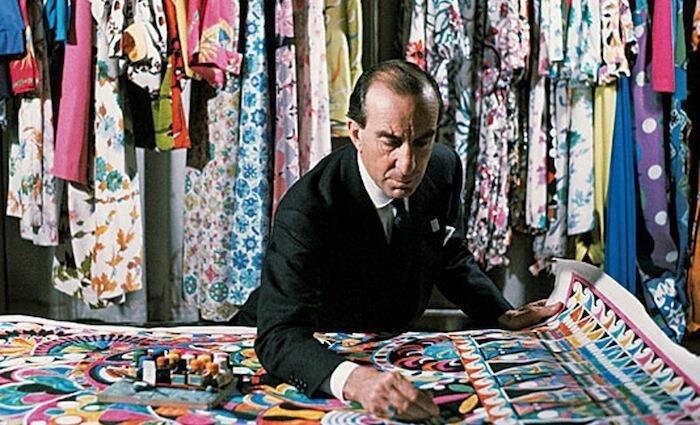 Emilio Pucci mentre disegna una dele sue stampe per la seta, 1959 - credits: David Lees/CORBIS