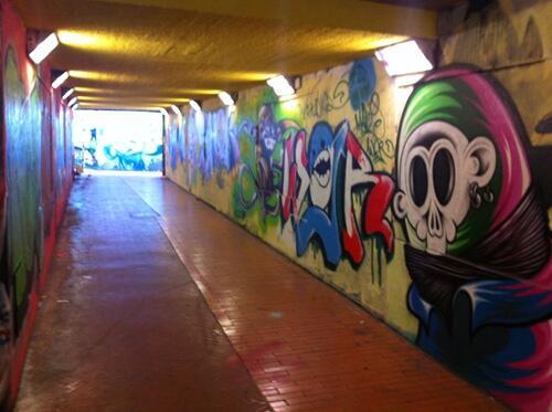 graffiti a firenze sottopassaggio